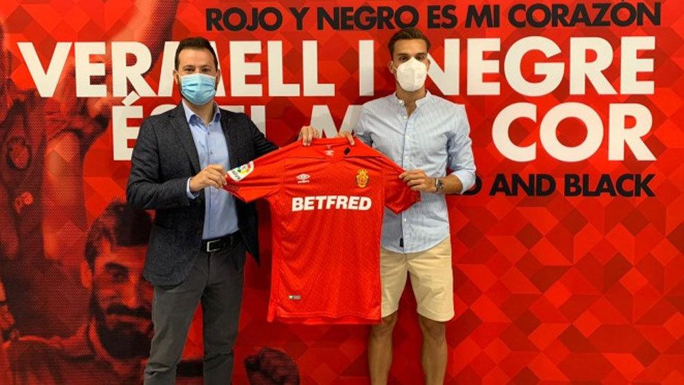 Brian Oliván (derecha) en su presentación con el Mallorca.