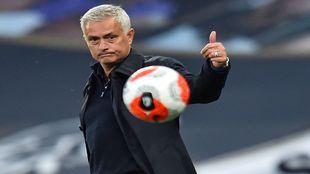 Mourinho. técnico del Tottenham.