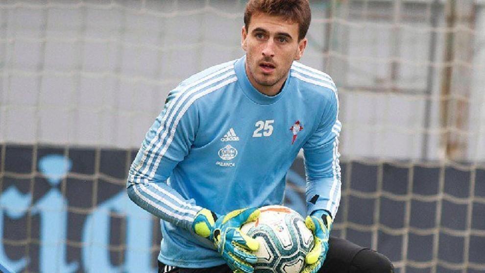 Iván Villar, durante un entrenamiento con el Celta.