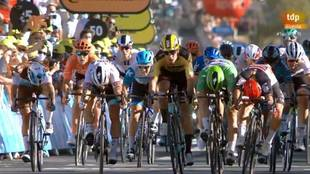 Triunfo de Ewan en un brutal sprint en Poitiers e Izagirre abandona el Tour