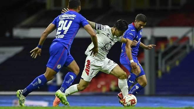 Dávila volvió a aparecer a la ofensiva, pero lejos estuvo del gol.