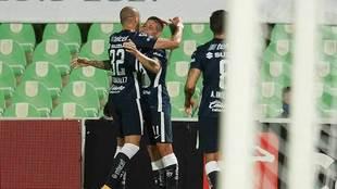 Así festejó Iturbe el primer gol del partido.