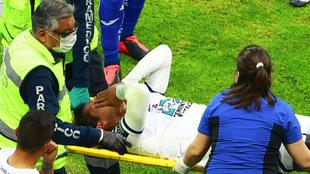 El futbolista de los Tuzos podría hber sufrido una fractura de...