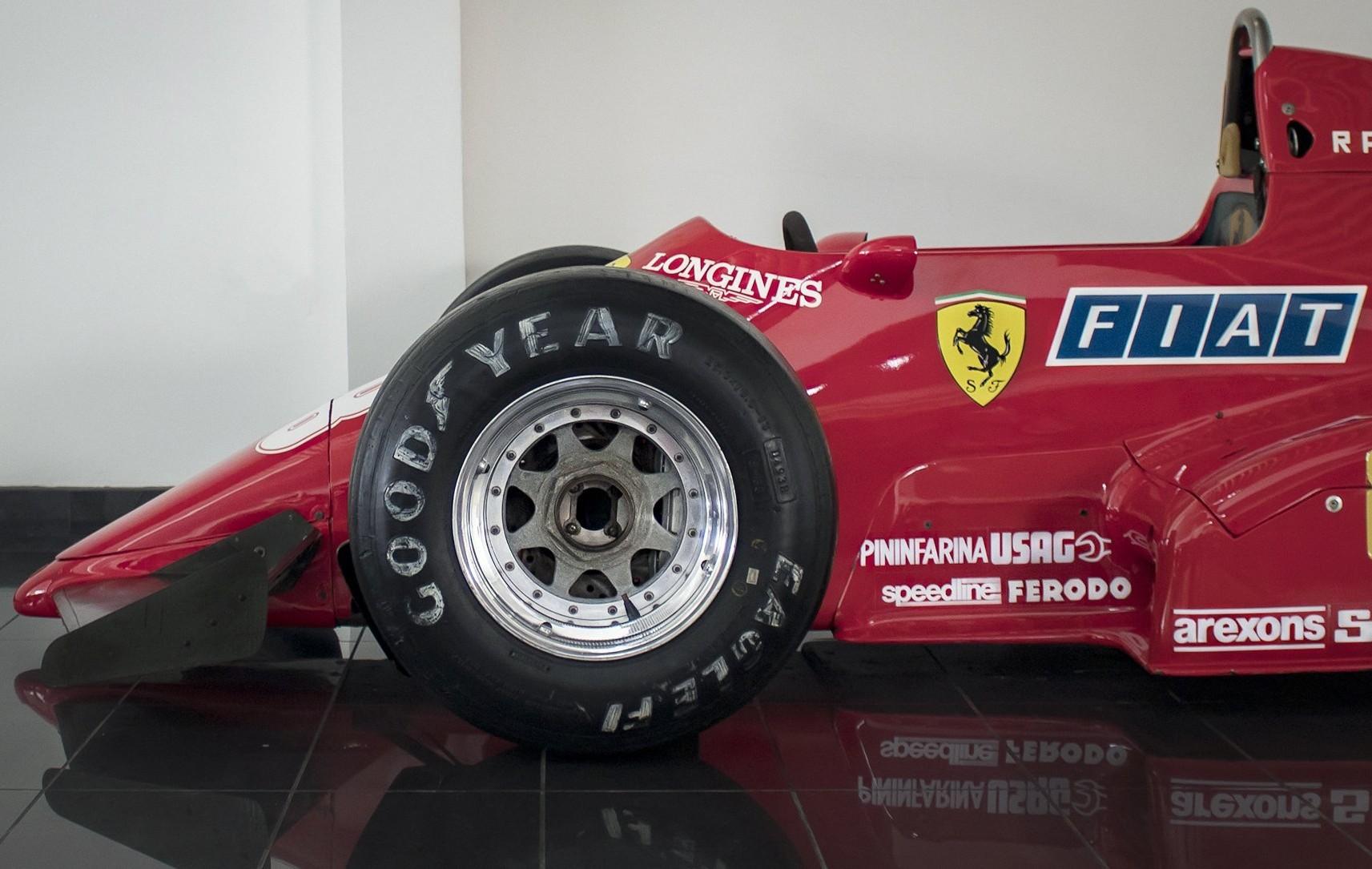Esta unidad fue conducida por René Arnoux en 1983.