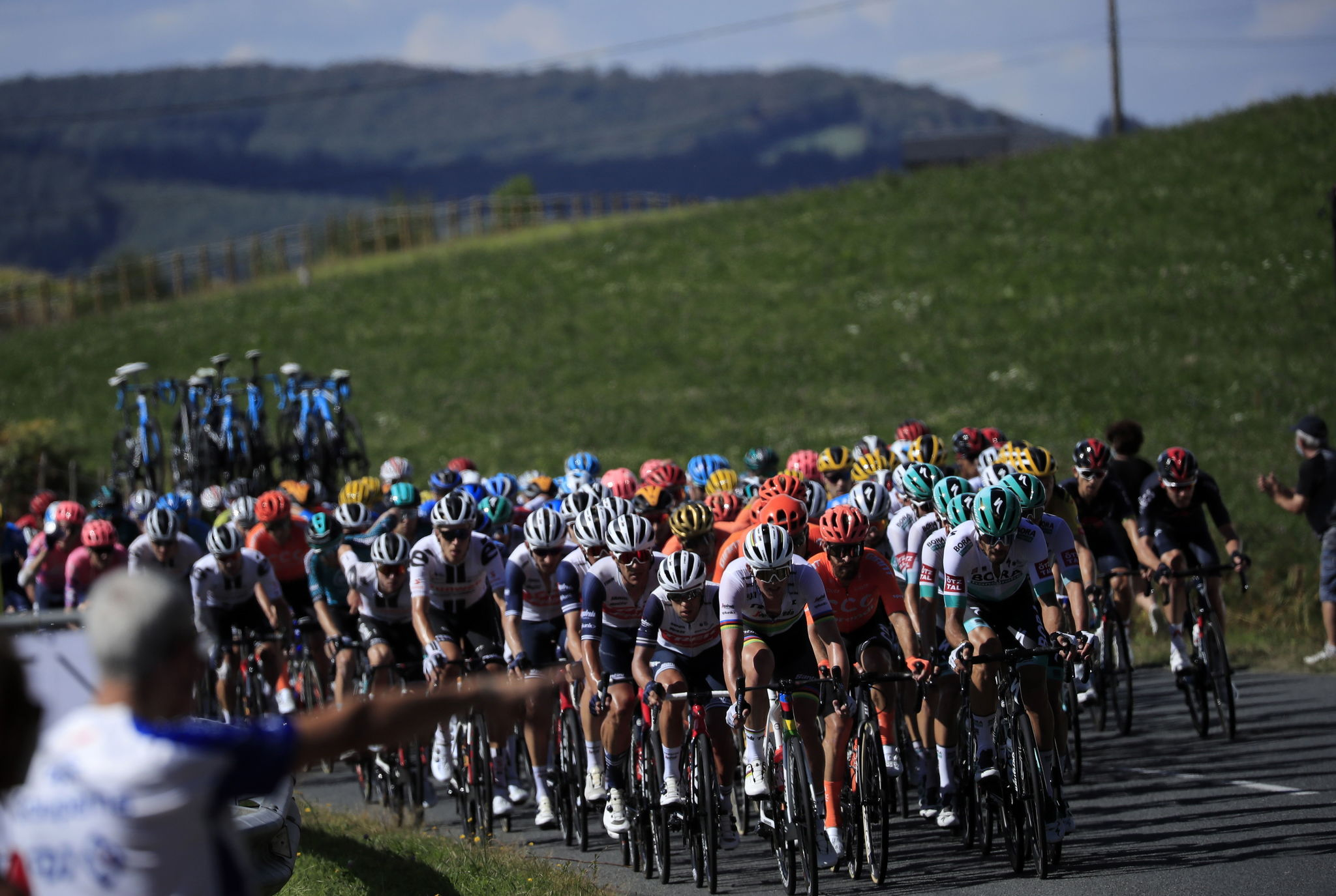 Sarran (France), 10/09/2020.- The peloton in action during the 12th stage of the lt;HIT gt;Tour lt;/HIT gt; de France cycling race over 218km from Chauvigny to Sarran, France, 10 September 2020. (Ciclismo, Francia) EFE/EPA/CHRISTOPHE PETIT TESSON