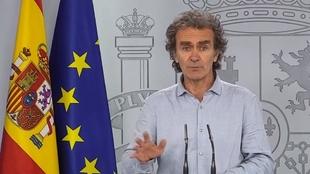 """La surrealista frase de Fernando Simón en plena rueda de prensa: """"Voy a meterme el dedo en la nariz"""""""