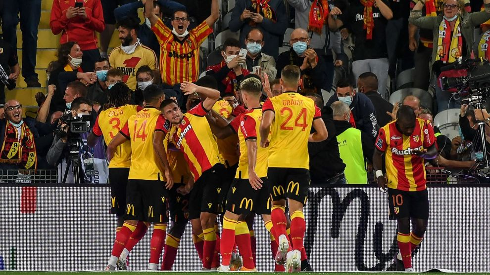 lt;HIT gt;Lens lt;/HIT gt; players celebrate after scoring their teams first goal during the French L1 football match between Racing Club de lt;HIT gt;Lens lt;/HIT gt; (RCS) and Paris-Saint-Germain (PSG) at the Felix Bollaert-Delelis stadium in lt;HIT gt;Lens lt;/HIT gt;, northern France, on September 10, 2020. (Photo by Denis Charlet / AFP)