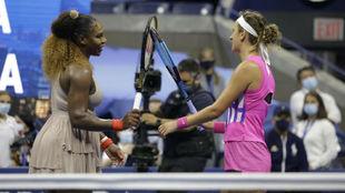 Serena y Azarenka se saludan en la red