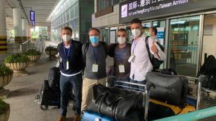 Javier Pereira y su cuerpo técnico, tras aterrizar en China.