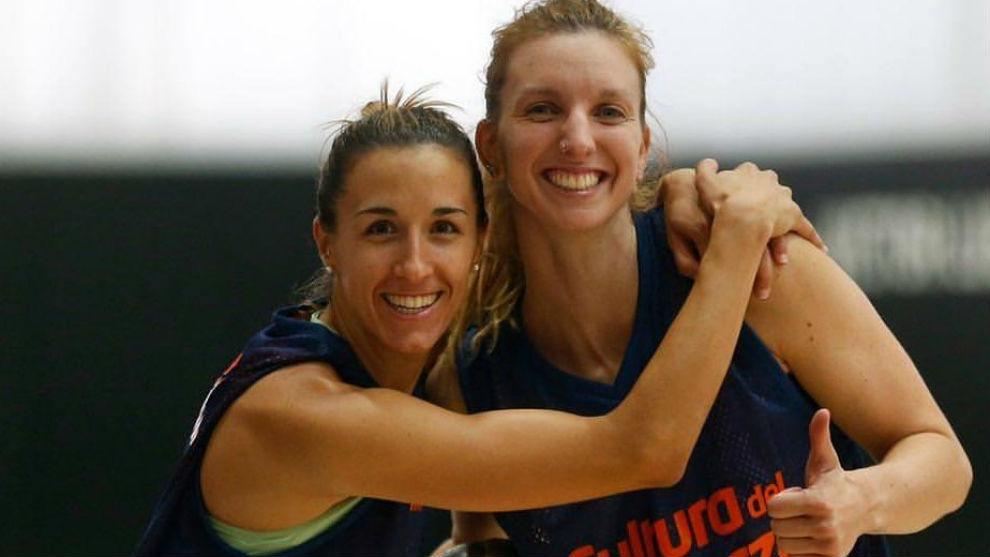 Casas y Laura Gil (Valencia Básket)
