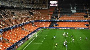 El estadio de Mestalla durante un partido.