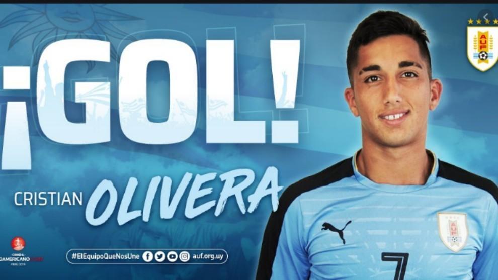 Imagen de la selección uruguaya anunciando un gol de Cristian Olivera