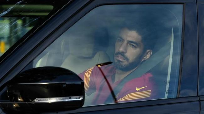 Luis Suárez llegando a la Ciudad Deportiva del Barcelona.