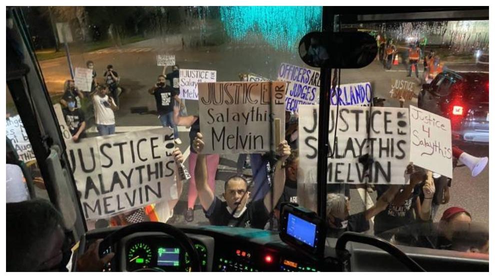 Imagen de las protestas. Twitter Sam Amick