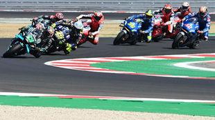 La salida del Gran Premio de San Marino con Morbidelli al frente
