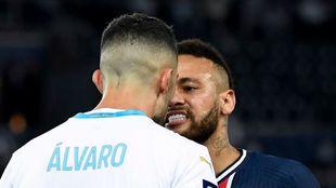 Álvaro y Neymar durante el PSG Olympique de Marsella