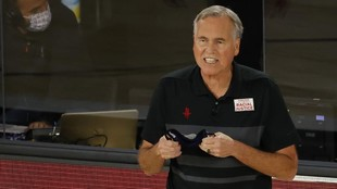 Mike D'Antoni, en un partido de los Rockets en la burbuja en la...