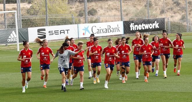 Las jugadoras de la selección española haciendo carrera en un...