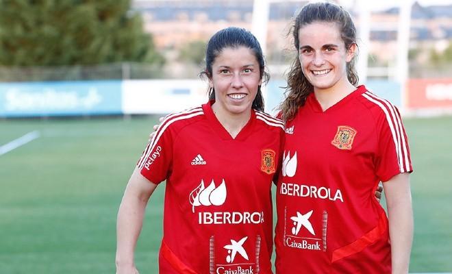 Ainize Barea 'Peke' y Teresa Abelleira tras un entrenamiento en Las...