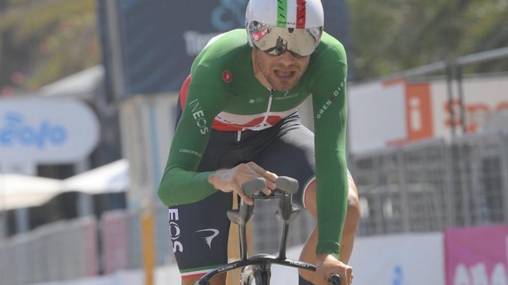 Filippo Ganna lidera la clasificación a falta de varios corredores...