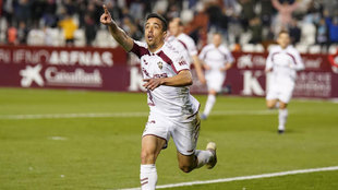 Pedro Sánchez celebra un gol con el Albacete.