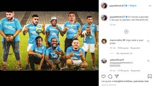 Payet la monta en Instagram: sube un montaje en el que 'Ney' es un perro en brazos de Álvaro... ¡y le etiqueta!