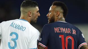 Álvaro y Neymar en su enfrentamiento durante el PSG - Marsella
