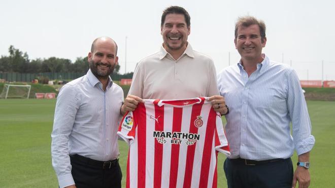 Pere Guardiola (izquierda) junto a Marcelo Claure y el CEO del City...
