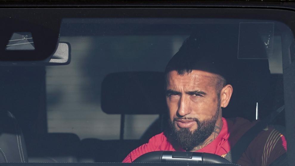 Arturo Vidal llegando a las instalaciones del Barcelona.