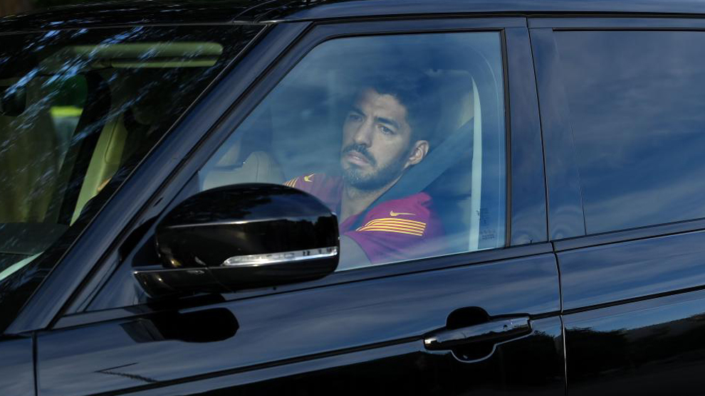 Luis Suárez llegando a entrenarse