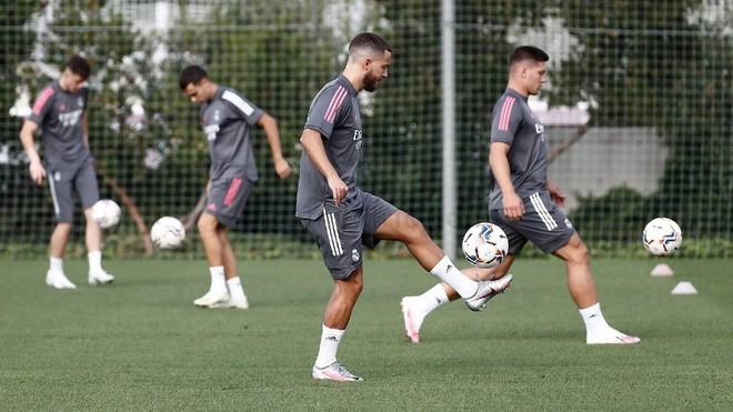 Hazard y Jovic tocan balón en Valdebebas