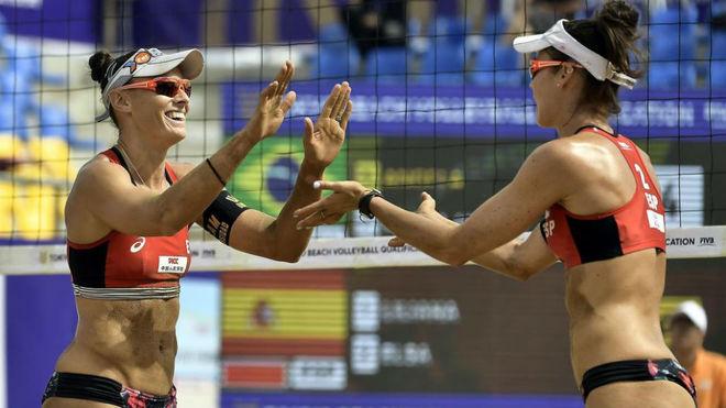 Liliana Fernández y Elsa Baquerizo.