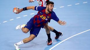 Alex Pascual. , en un partido con el primer equipo de Barcelona /