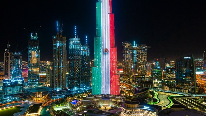 El Burj Khalifa de Dubái pintado con la bandera de México.