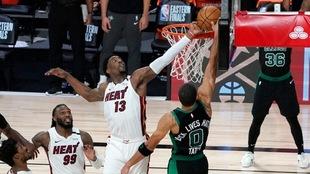 Gracias a Bam Adebayo, el Heat ganan el primer juego de la final del...