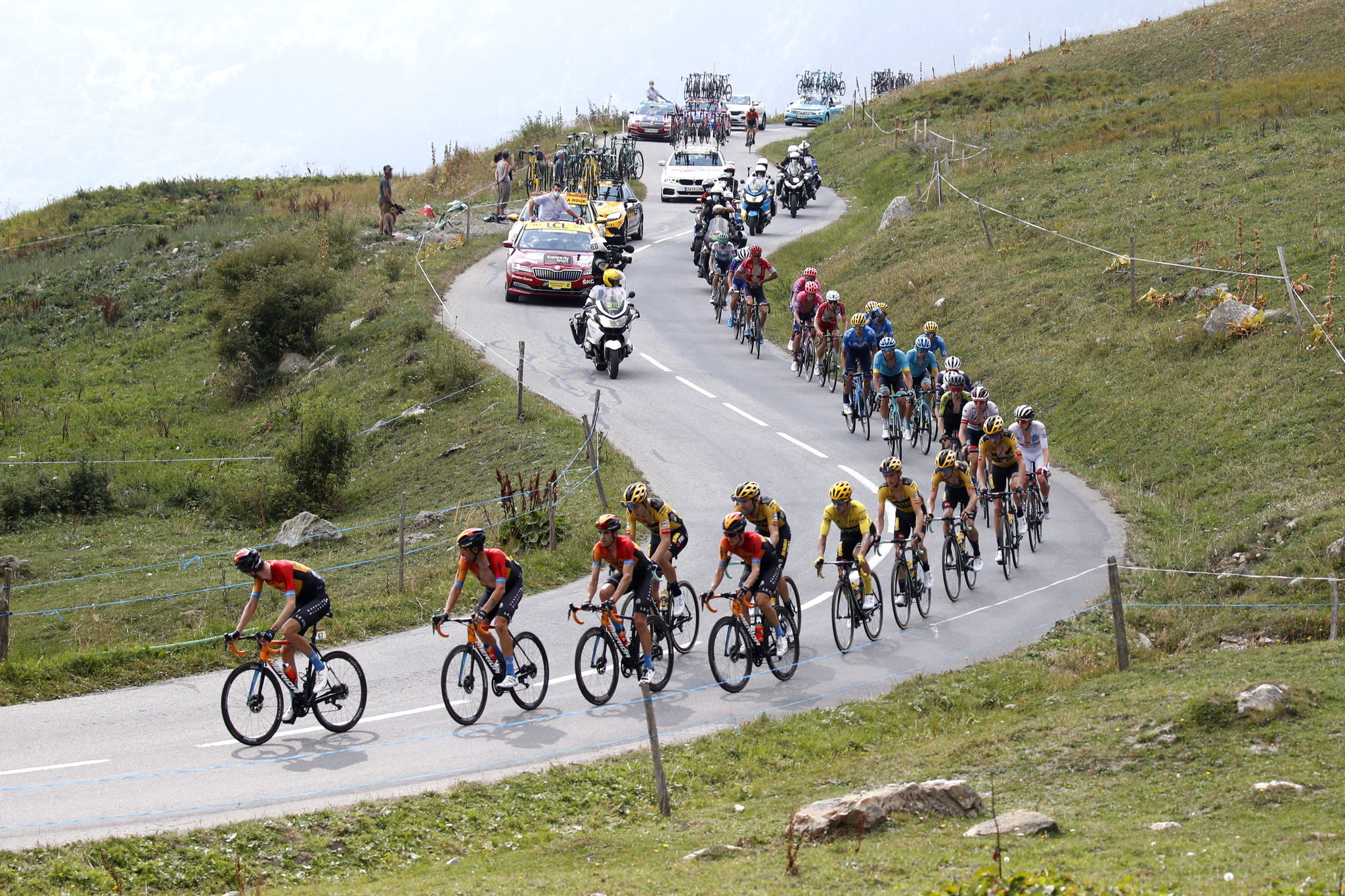 Meribel (France), 16/09/2020.- The peloton is on his way during the 17th stage of the 107th edition of the lt;HIT gt;Tour lt;/HIT gt; de France cycling race over 170 km from Grenoble to Meribel Col de la Loze, France, 16 September 2020. (Ciclismo, Francia) EFE/EPA/SEBASTIEN NOGIER