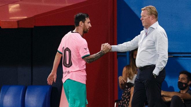 Lionel Messi junto a Ronald Koeman.