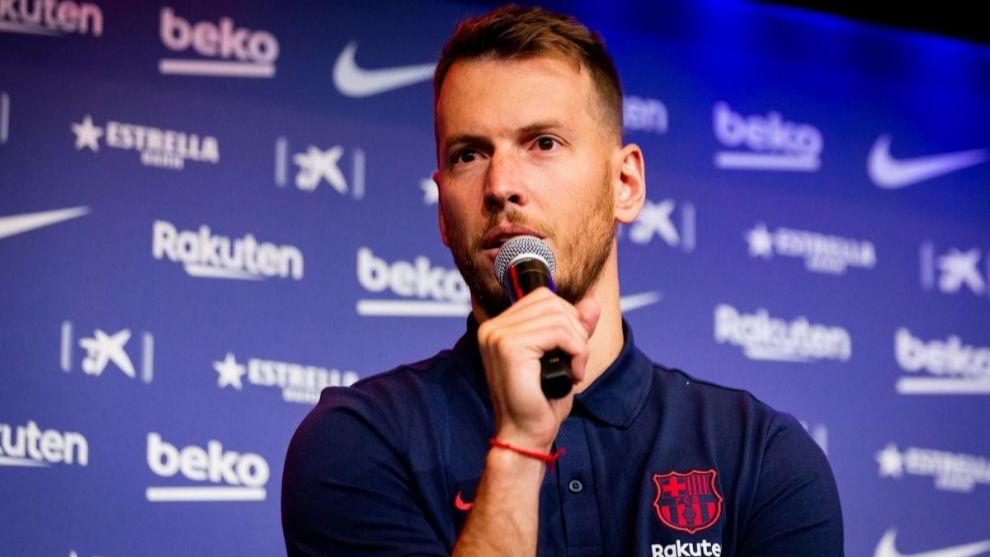 Neto: Chaque entraîneur a sa philosophie et les joueurs doivent s'adapter