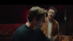 Federer canta en un anuncio