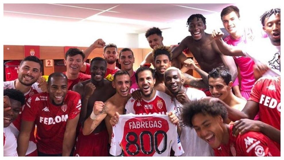 Cesc Fábregas celebra su partido 800 con el Mónaco.