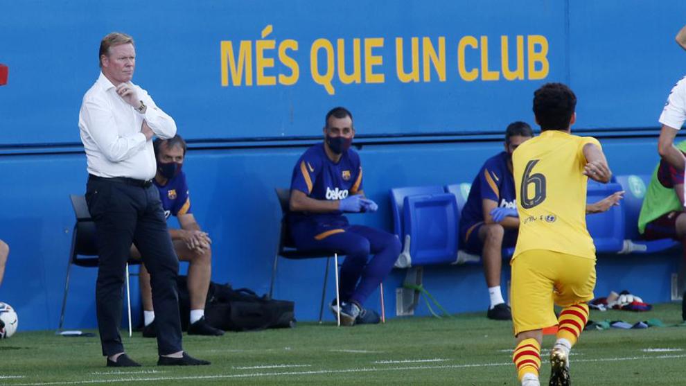 Ronald Koeman presencia el partido contra el Girona.