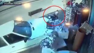 Las impactantes imágenes del accidente en el que dos niños salvaron su vida milagrosamente