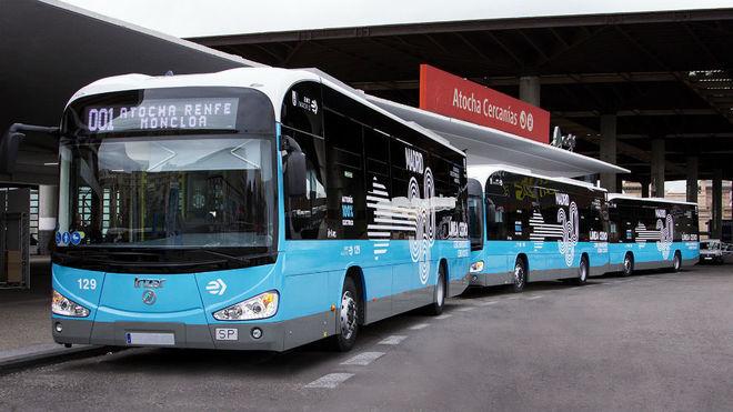 Tres autobuses eléctricos de Irizar en la estación de Atocha.