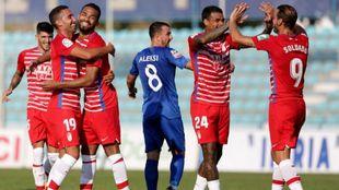 Los jugadores del Granada celebran uno de los tantos conseguidos