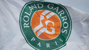 La bandera con el logo de Roland Garros.