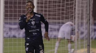 Gabriel Torres, de Independiente del Valle de Ecuador, festeja tras...