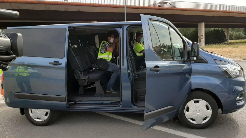 La DGT utiliza 15 furgonetas camufladas para 'cazar' distracciones al volante.