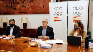 El el centro, Alejandro Blanco, presidente del COE.