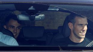 Sergio Reguilón junto a Gareth Bale en su llegada a Londres.