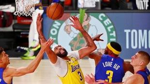 Los Lakers toman ventaja en la Final del Oeste en la NBA.